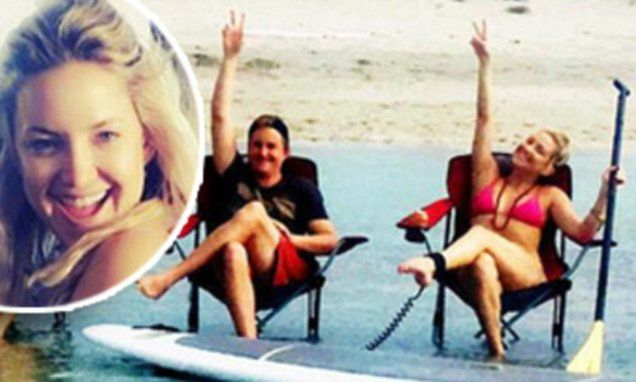 Kate Hudson and family flash V-sign as they celebrate birthday for mom