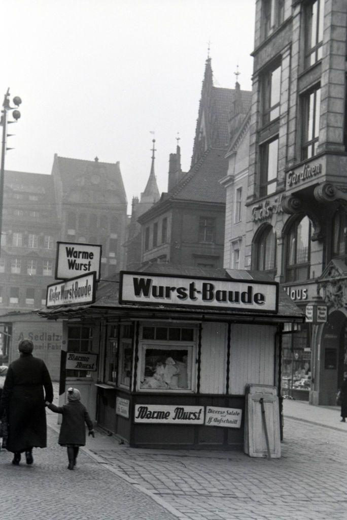 Ciepłe kiełbaski na Rynku.Lata 1920-1940