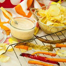 Πολύχρωμη, εντυπωσιακή και ιδανική για να βουτήξετε μέσα ψητά λαχανικά, τσίπς, κριτσίνια, παξιμαδάκια, ακόμα και νάτσος.