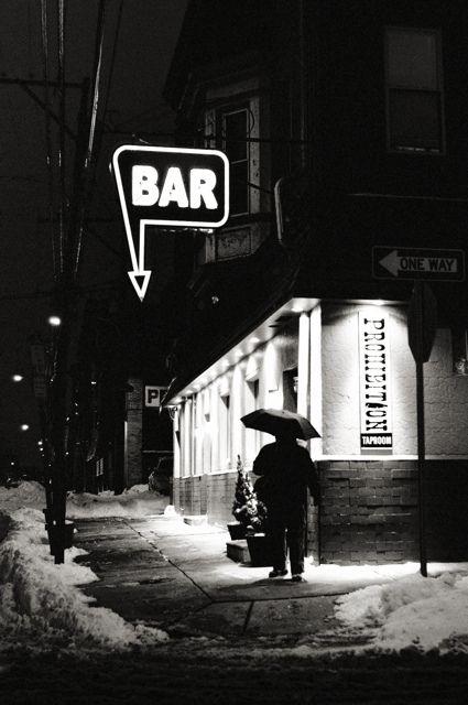 Não que eu seja adepta rsrrsrs, mas adoro imagens de esquinas.   BAR // prohibition taproom / michael penn