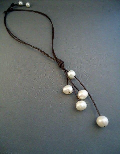 Collar de perlas y cuero