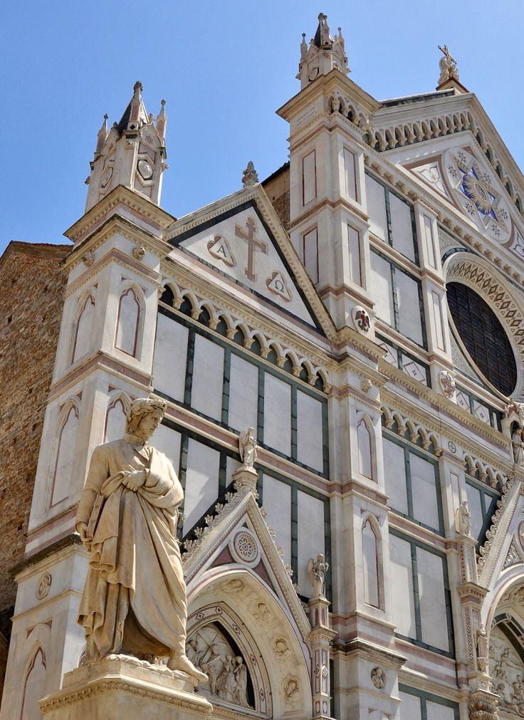 Firenze: la statua di Dante Alighieri di  Enrico Pazzi davanti a Santa Croce