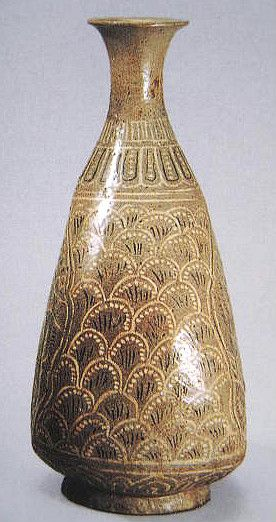 (Korea ) Buncheong Ware Porcelain Bottle. ca 15th century CE. Joseon Kingdom, Korea. 粉靑沙器 象嵌水波魚文 扁甁