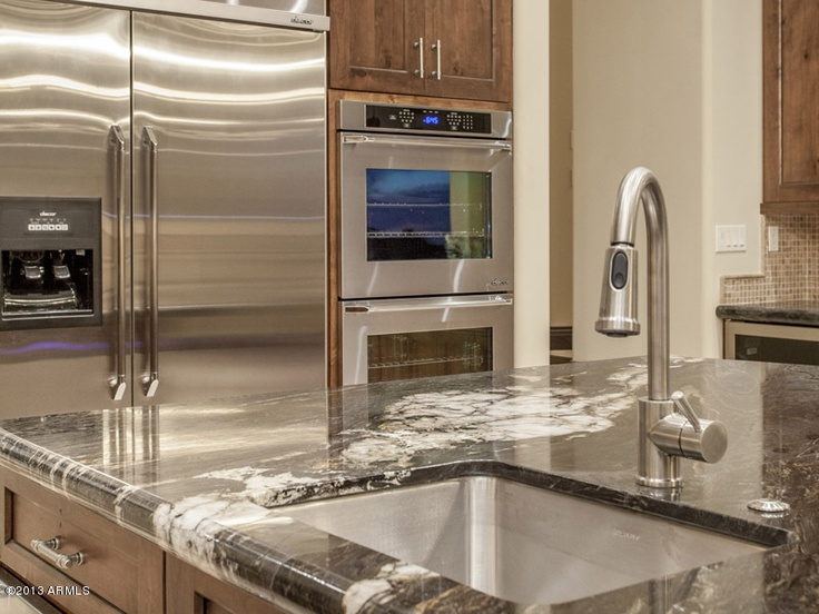 An elegant residence built in 2013 presented by gilles for Elegant residences kitchens