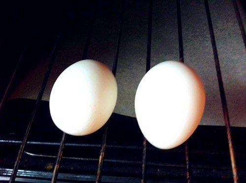 Кухонные лайфхаки: готовим яйца вкрутую в духовке