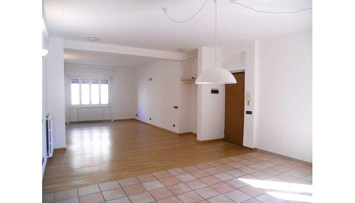 #CERMENATE - #NAVIGLIO PAVESE - VIA PALMIERI. Proponiamo in vendita una bella casa, luminosa, ben suddivisa e con spazi molto godibili. Sita ad un primo piano alto di una palazzina moderna e ben tenuta. http://www.rossomattone.eu/Milano_Cermenate_Naviglio_Pavese_Milano_Vendita_Appartamento_Via_Palmieri-h157-m16-s13-p16.html?&conta_lista=12&metodo=DESC&ordina=