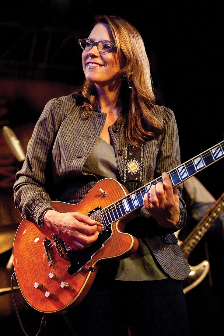 Susan Tedeschi, over the years she's proved herself to be a star in contemporary blues. Together with her husband Derrick Trucks she tours and plays to sold out houses everywhere...