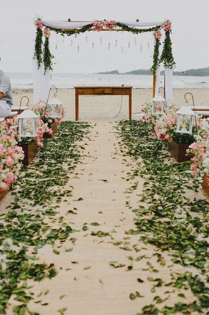 Casamento na praia com pé na areia