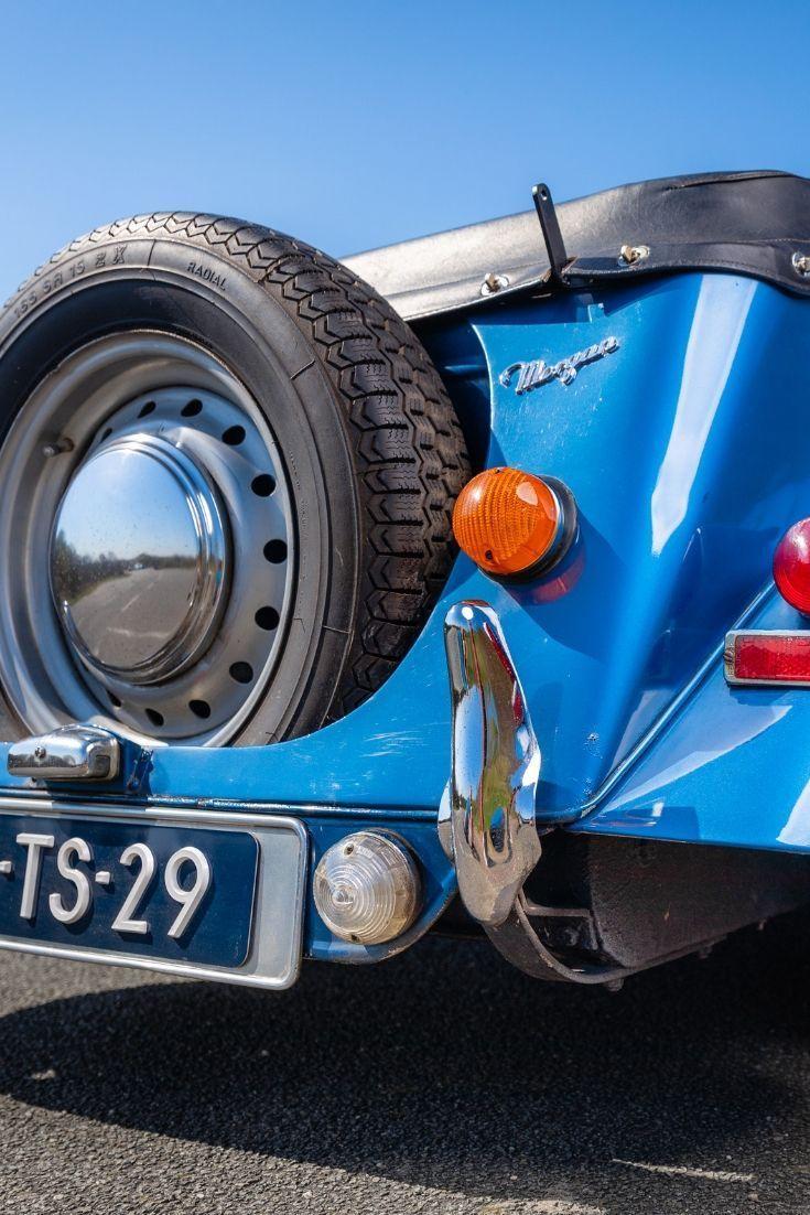 Bekijk hoe Claude's liefde voor oldtimer cabrio's, en dan vooral de Morgan 4…