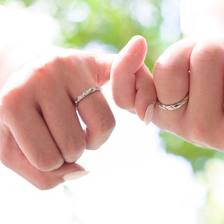 ♡ エンゲージメントフォト ・ マリッジリング編 ・ マリッジリングは ショーメのトルサードに しました~! ・ シャネル ブシュロンと 悩みに悩み ・ 最初に二人とも一致で 気に行ったリングに決定! ・ 私はダイヤモンドが7つ 入ってるものを。 ・ #エンゲージメントフォト  #ハレの日#マリッジリング #ショーメ#トルサード #日本中のプレ花嫁さんと繋がりたい