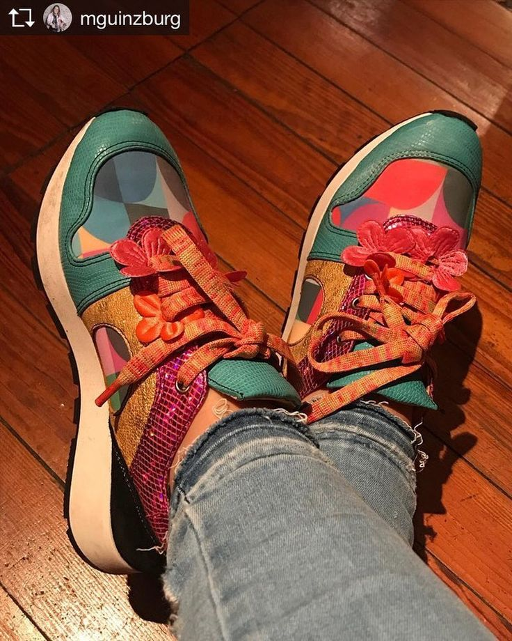 Nadie mejor que ella para llevar las nuevas zapatillas #Pantone. Gracias Mele!  @mguinzburg . . Repost: Hoy anduve en tacos todo el día. Ahora me puse las zapatillas más lindas del mundo (y discretas ). Gracias @luzprincipezapatos por la onda!!! . . #PrimaveraVerano #Luzprincipe #Zapatos #chicasLP #LPFans #luzprincipezapatos
