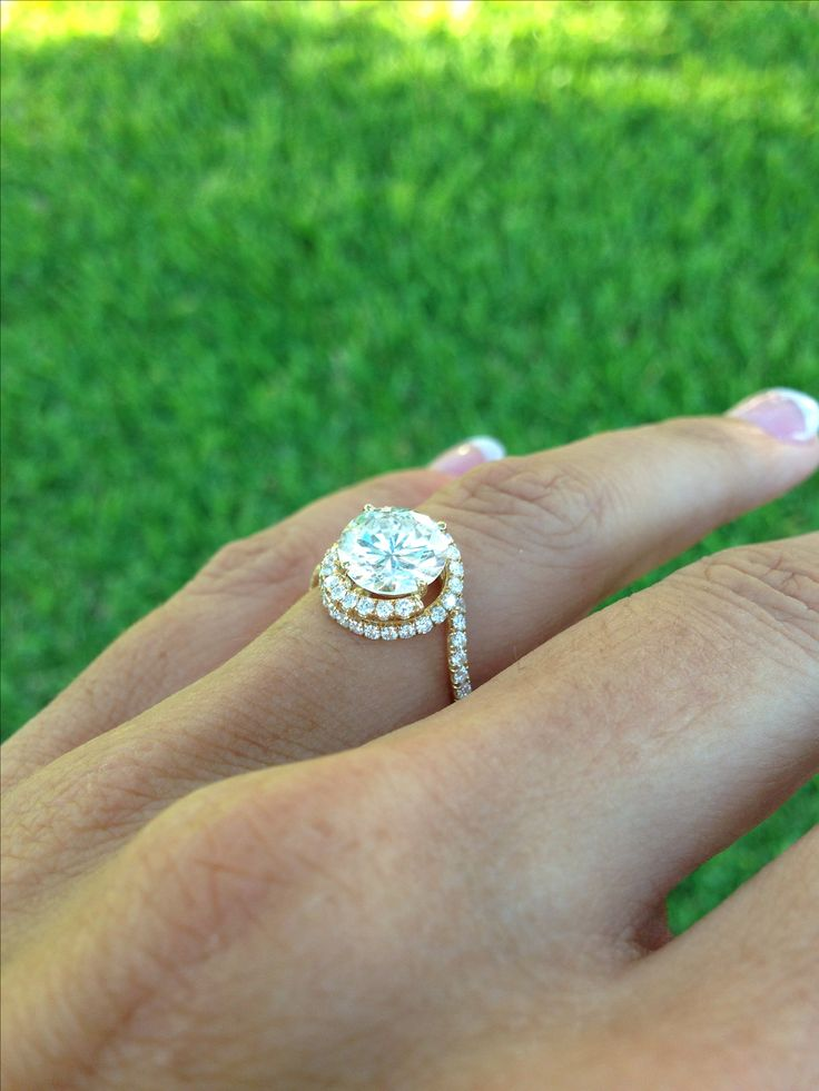My Danhov abbraccio swirl engagement ring!!