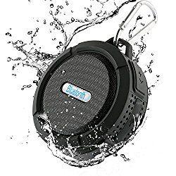 Dylan Bluetooth スピーカー 防水(IP65等級)/防塵/耐衝撃 ノイズクッションマイク内蔵 TFカード対応 吸盤式 アウトドア(ブラック) おすすめ度*1 軽量で小型の防水スピーカー。 重量は145gで片手で握れる大きさなので邪魔にならない。 aptX非対応。遅延は一瞬あるが、ほとんど感じられない。 動画では口パク感はほんの少しあるが、注意しないと気づかない程度。 防水性能はIP65。 夕立やシャワーで水を当てる程度ならOKだが、水没はいけませんというレベル。 生活防水としては最高クラスの性能で風呂場やプールサイドでも使える。 【1】外観・インターフェース・付属品 付属品は英語…