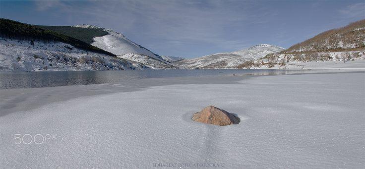 Embalse de Compuerto: Hielo y nieve - Embalse de Compuerto semi congelado
