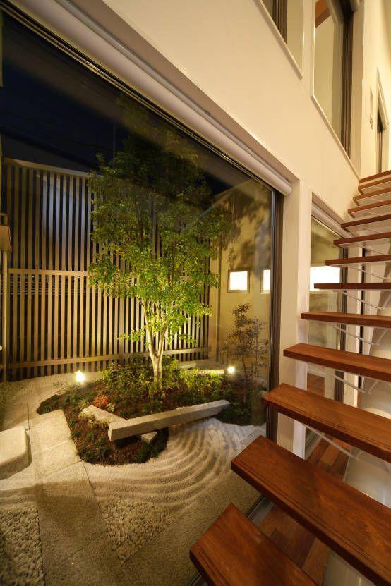 ヒロノアソシエイツ一級建築士事務所 の モダンな 庭 川を望む家