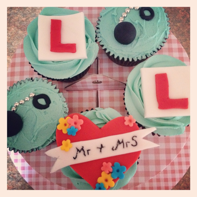 Love the colours on these gorgeous Hen party cupcakes!! #Yum xx
