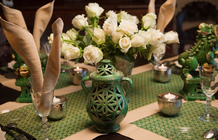 chinese tablesetting in green and beige by www.decopolitain.com/blog Pic by C. Mesa