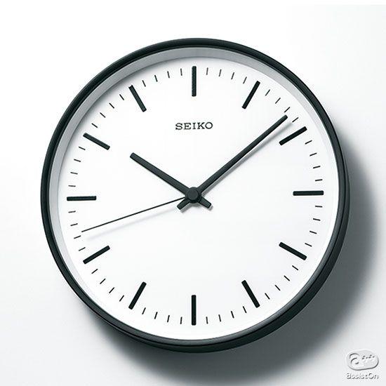あたり前に普通で、ずっと使い続けたいと思わせてくれる、美しい時計。針の1本からフレームにいたる素材まで吟味した、日本の壁掛け時計の最高峰です。