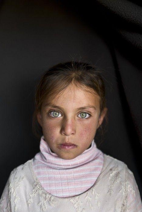 Φωτογραφίες 17 παιδιών από την Συρία. Περίπου οι μισοί από τους 4,8 εκατομμύρια Σύριους που εγκατέλειψαν την πατρίδα τους είναι παιδιά, και αρκετά από αυτά