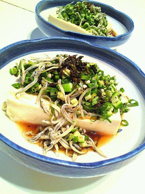 オクラ、きゅうり、ネギ、じゃこ、山椒の実の塩漬け。柚子ポン酢で。 - 22件のもぐもぐ - 薬味てんこもり冷奴 by MakiHiro
