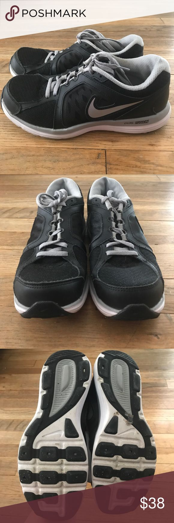 Nike Dual Fusion st3 sz 7 Nike Dual fusion st3 in black and grey.  Supportive, comfy, and stylish. Gently loved with no flaws or damages. Just need a little  cleaning but in great condition! Nike Shoes Athletic Shoes