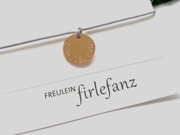 """Personalisiertes Armband Trauzeugin Ist es nicht wunderschön? Das """"Freulein-Firlefanz"""" personalisierte Freundschaftsarmband """"Trauzeugin"""" ist das perfekte Schmuckstück um der Person, die dich am..."""