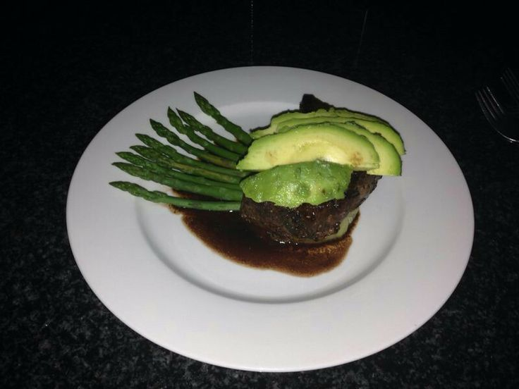 Sweet patato medallion, topped with a fillet medallion, avocado and a balsamic vinegar and red wine souce. With asparagus on the side