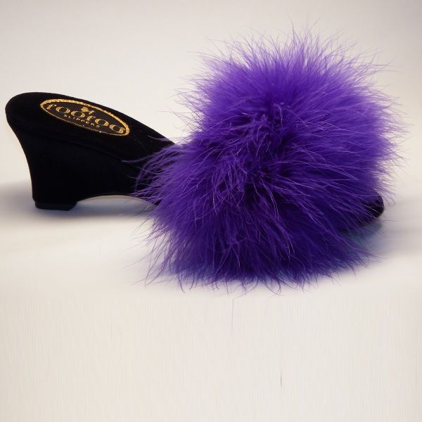 If you care for a touch of the royal feel from a bygone era,go for the Classic hand crafted vintage style black Foofoo Slipper with a stylish scooped wedge heel, encased in a luxurious black velvet material, topped with sumptuous electric blue marabou feathers.