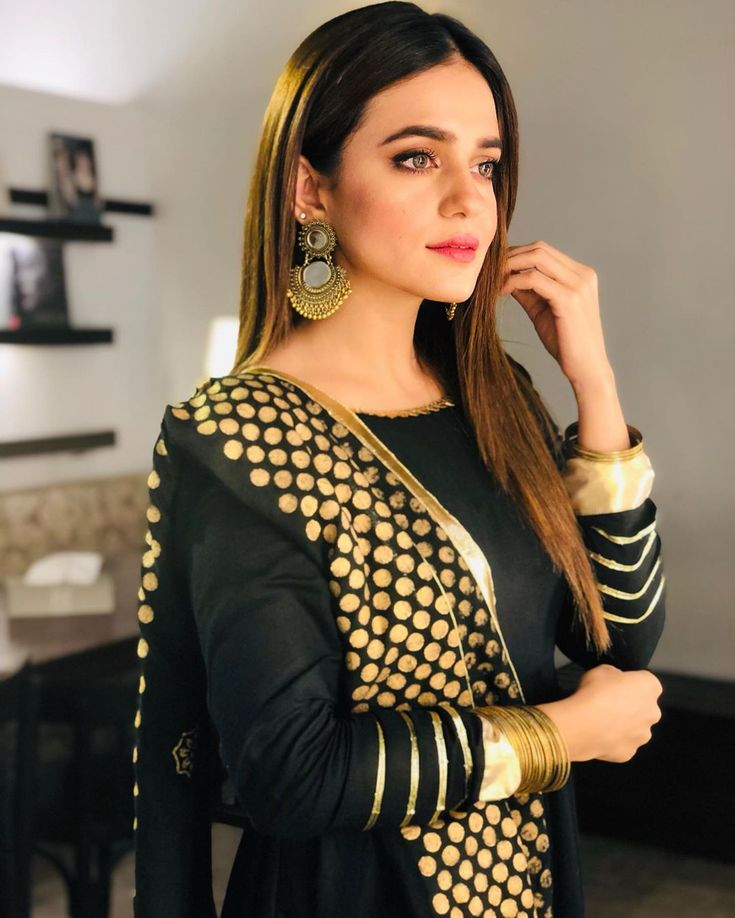 Pin By 👑mar U.j👑 On Pakistani Celebrities