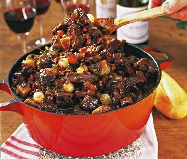 Burgundisk köttgryta, eller Boeuf Bourguignon, är en fransk och mustig köttgryta med smak av bland annat rödvin, vitlök, syltlök, bacon, champinjoner och franska kryddor.