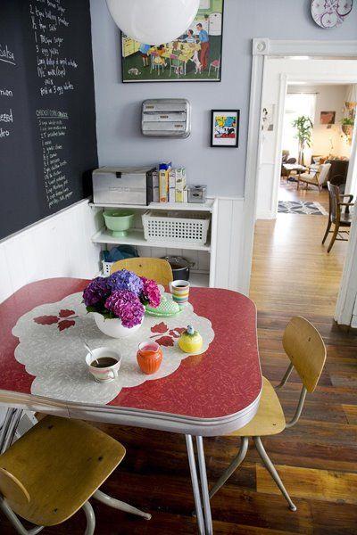 Formica Table: Decor Kitchens, Kitchens Design, Vintage Kitchens, Kitchens Tables, Organizations Stations, Design Kitchen, Chalkboards Wall, Retro Kitchens, Kitchens Organizations