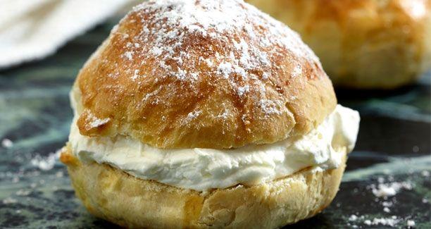 fastelavnsboller med vaniljeflødeskum (recipe in Danish)