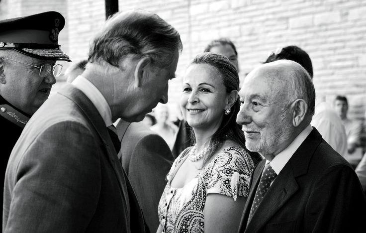 Julia e Victor Salvi ospiti del Principe Carlo d'Inghilterra durante la consegna dell'arpa realizzata da Salvi Harps 2006.