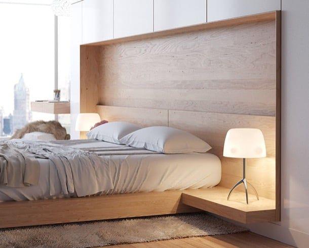 Una genial idea para cabecero de cama. El diseñador ucraniano Artem Trigubchak creó un bello cabecero de cama, para el dormitorio de un apartamento remodelado de la ciudad portuaria de Odesa. El dormitorio está resuelto con pocos elementos. La cama se ha colocado sobre una base de madera, que se ve separada del suelo. El cabecero esta revestido con la misma madera, mientras que las mesitas de noche se han creado con unos tableros laterales.  #Decoración