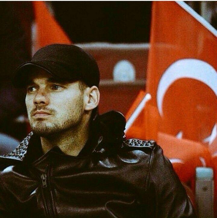 Çooook özlediiiiiik! #sneijder #galatasaray :((