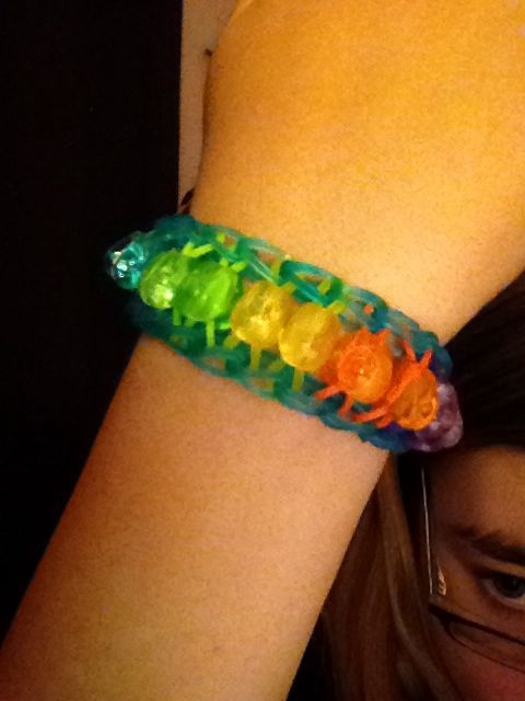 Super easy Rainbow Loom bracelet with beads. Loom perimeter bands, then adding a bead to the band each time, loom a band across each set of pegs. Hook the perimeter bands.
