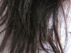 As pontas duplas deixam nosso cabelo com aspecto de abandono e isso repercute no modo como somos vistos pelas pessoas.Afinal, uma aparência descuidada pode trazer muitos prejuízos, principalmente na área profissional.