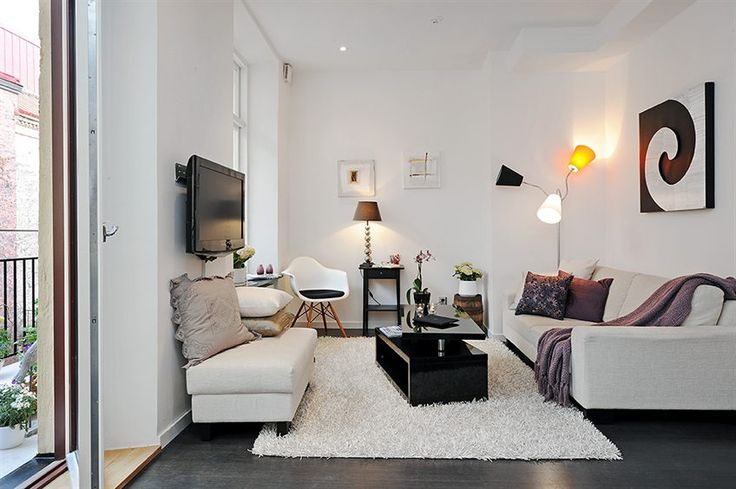 tiny living room, great colors.