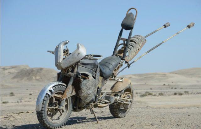 映画「マッドマックス 怒りのデス・ロード」のマックスにマッド改造された凄いバイクいろいろ - DNA
