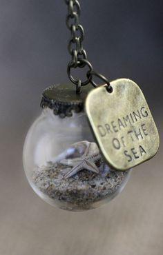 Estrela do mar de conchas de areia de globo de praia em miniatura por KitschyKooDesign   – Noelle