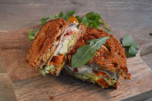 Tosti met geitenkaas, avocado en kip. #tosti #geitenkaas #avocado #recept #lunch #sandwich