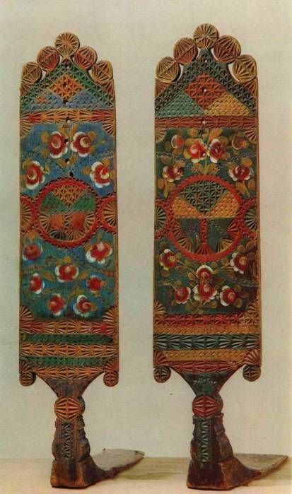 Russian folk crafts: examples of the Russian distaffs paintings
