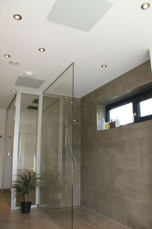 Gerade im Badezimmer ist ein behagliches Raumklima gewünscht. Nach der Badnutzung trocknet die Feuchtigkeit schnell ab.