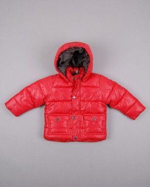 Cazadora acolchada talla 12 meses 8,20€ http://www.quiquilo.es/catalogo-ropa-segunda-mano/cazadora-acolchada-capucha-desmontable-color-rojo-marca-zara.html