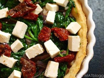 » Spinatpai med soltørket tomat og feta
