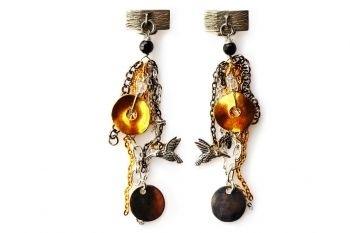 Beautiful backside with chains of different colours: golden, silver and black. An unusual combination hiding a little hummingbird.  http://mysfashion.com