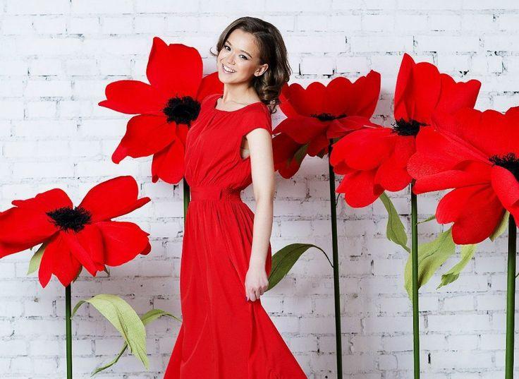 Цветы из гофрированной бумаги необыкновенной красоты! <br>Такие шикарные гигантские розы из гофрированной бумаги станут прекрасным украшением любого праздника, будь то свадьба, вечеринка или День Рождения. Или оригинальным подарком для своей любимой.