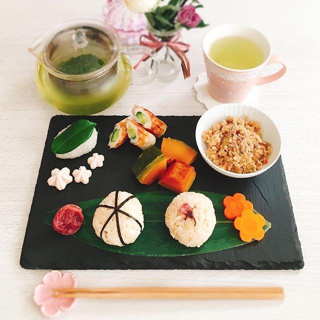【ange1022yk】さんのInstagramをピンしています。 《* . 2017.2.2 朝ごはん🍴 . . 最近洋食が続いてたので 今日はちゃんと和食🌿 . 体にやさしいメニューにしてみました☺ . . 玄米おにぎり 卯の花 かぼちゃの煮物 ちくわきゅうり 実家の梅干し 桜のメレンゲクッキー 椿餅(頂き物) 緑茶 . . . #朝ごはん #朝食 #ワンプレート #和ンプレート #クッキングラム #デリスタグラマー #おうちごはん #おうちカフェ #ひとりごはん #玄米 #おにぎり #卯の花 #かぼちゃ #ちくわきゅうり #桜 #椿餅 #ストーンプレート #コッタ #ドライフラワーのある暮らし #体に優しい #朝時間  #breakfast #oneplate #riceball #japanesefood #japanese #homemade #homecooking #lin_stagrammer》