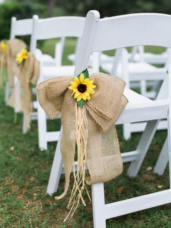 Sunflowers Are Trending And You Ll Want Them At Your Wedding Sunflower Wedding Decorations Rustic Sunflower Wedding Sunflower Themed Wedding