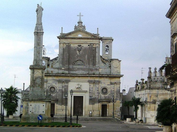 L'attuale chiesa matrice di San Giorgio a Bagnolo del Salento (provincia di Lecce) sorge sulle fondamenta dell'antica parrocchiale risalente al XV secolo. Fu ricostruita tra la fine del 1848 e il 1851.
